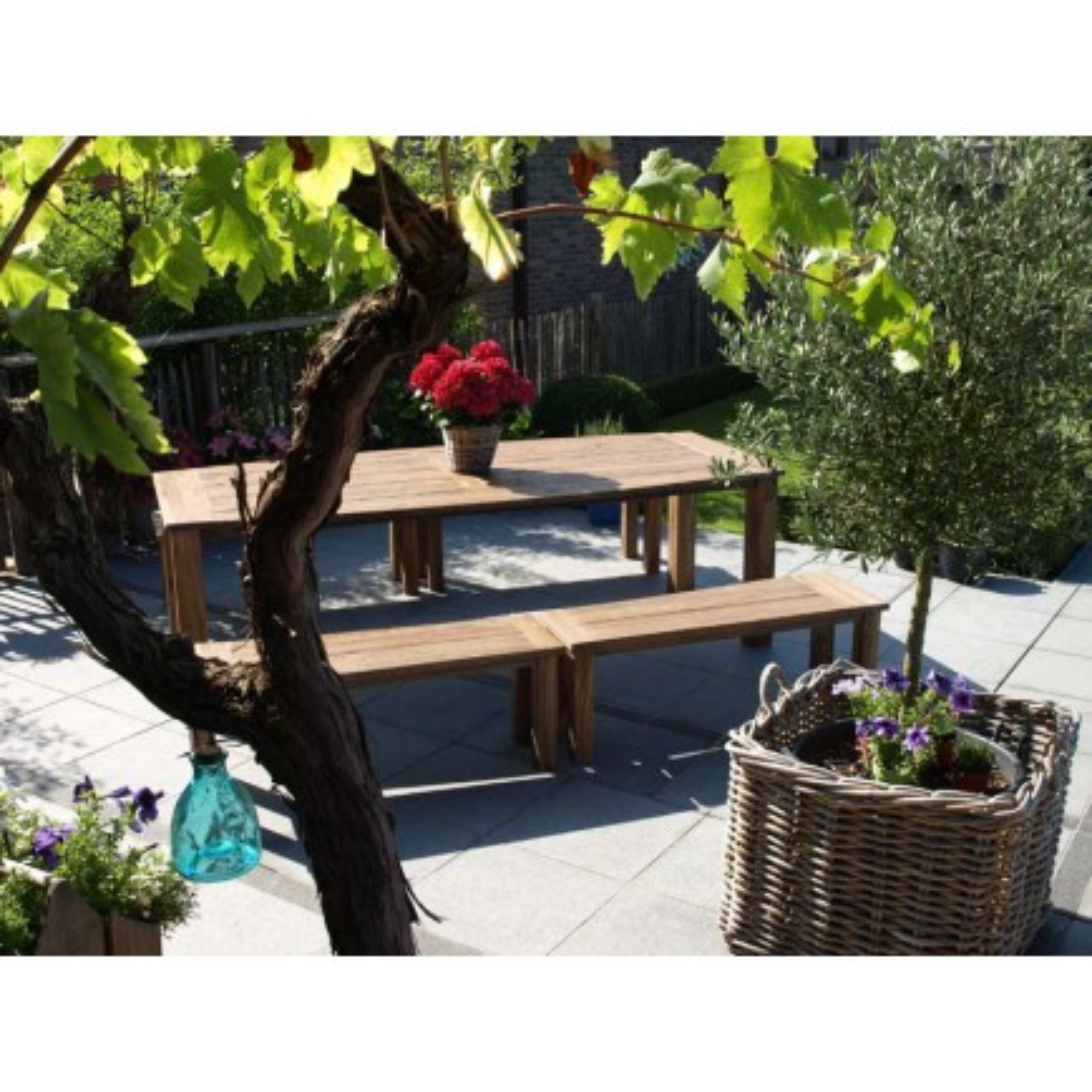 Table de jardin en bois exotique. Mobilier haut de gamme Eclipse