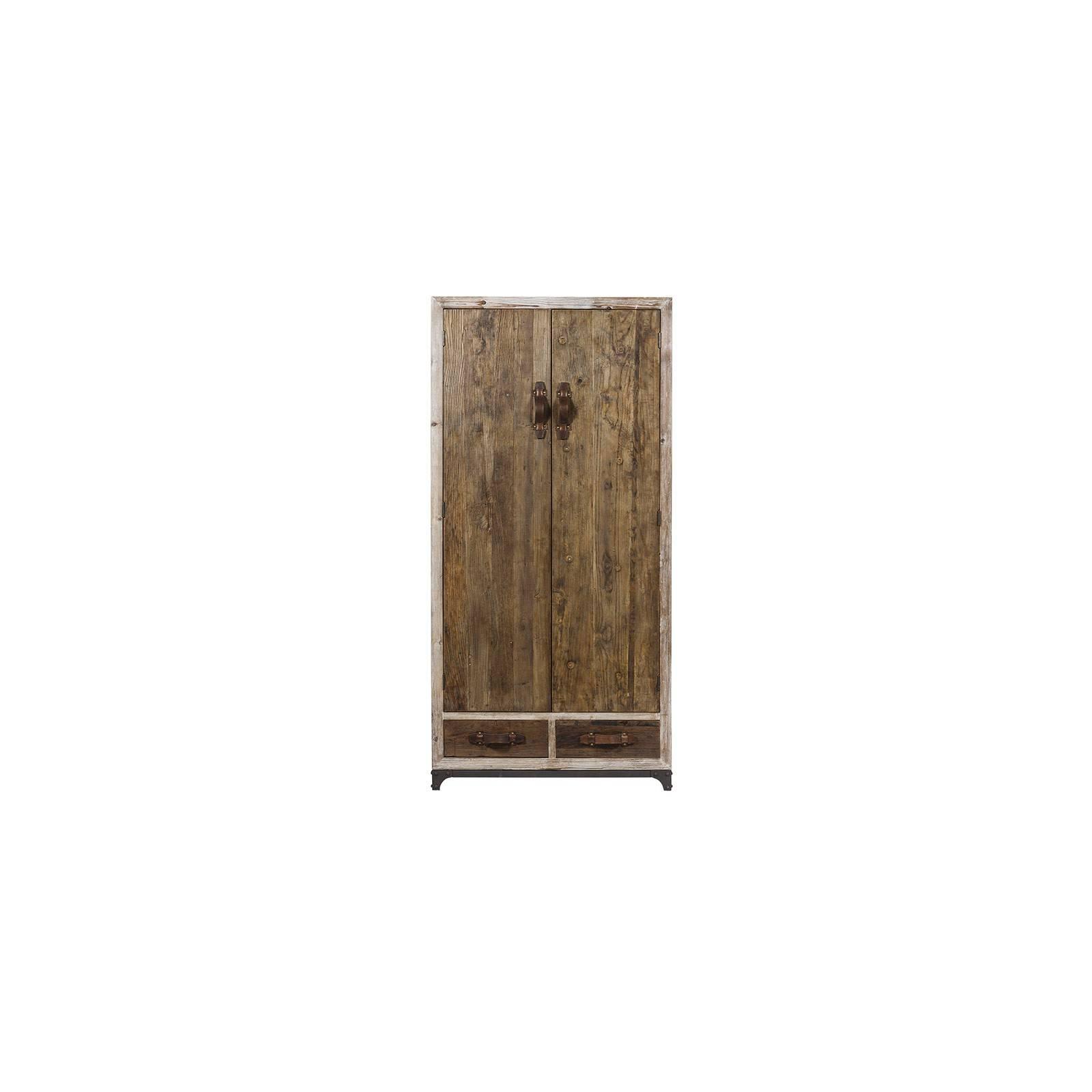 Armoire Flamand en bois massif, pour une chambre au style campagne