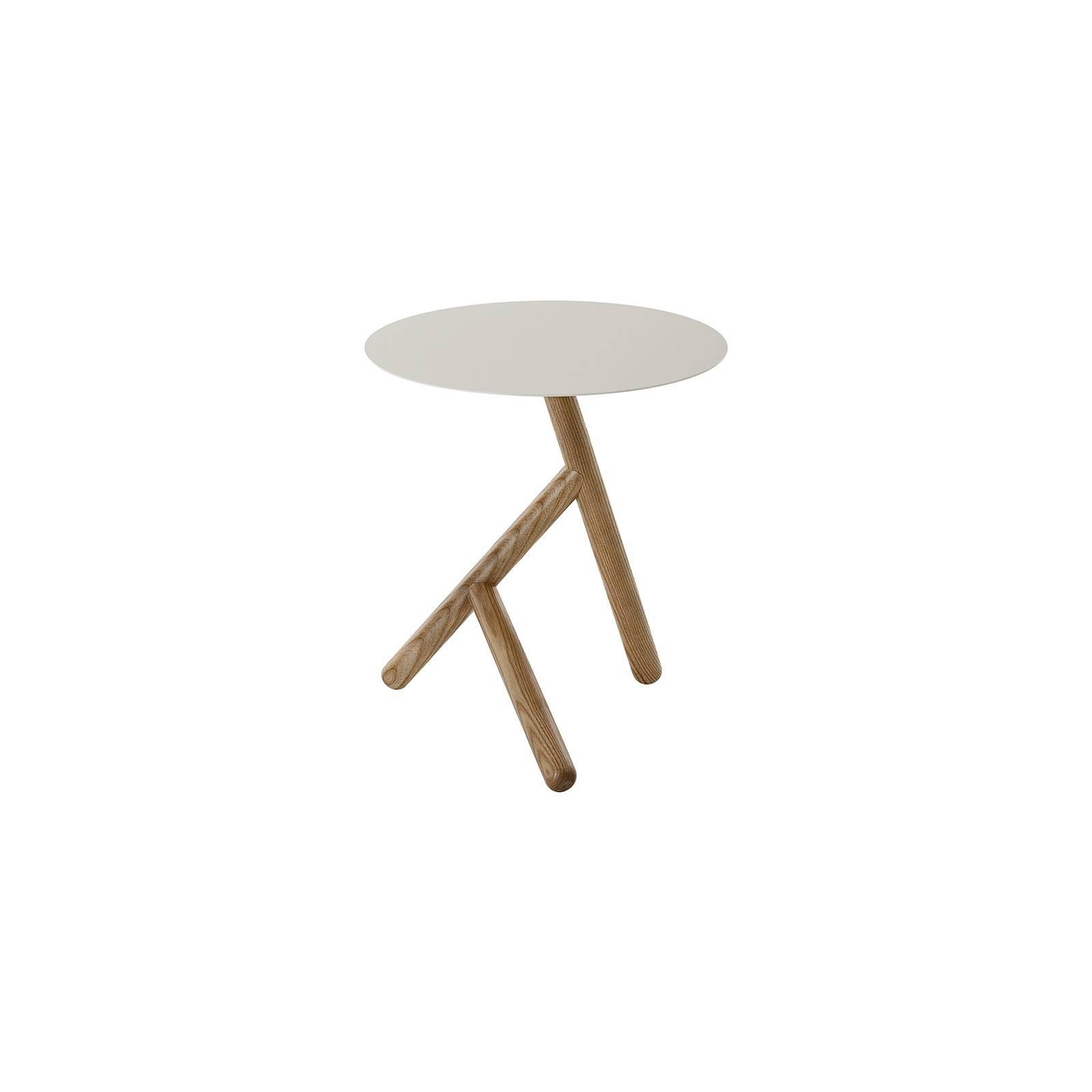 Table basse tripode en frêne massif. Modèle de designer Basile.